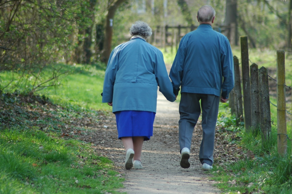walking old couple 393096_7738 compressed